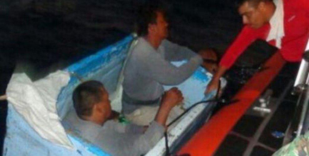 Двама мексикански риболовци бяха спасени след 5 дни в хладилник