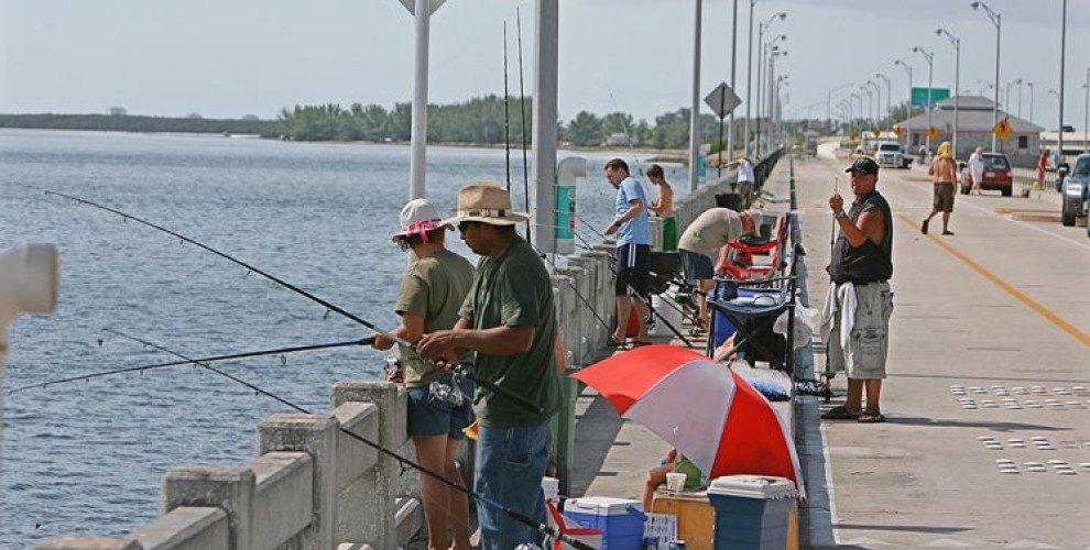 Риболов от мост